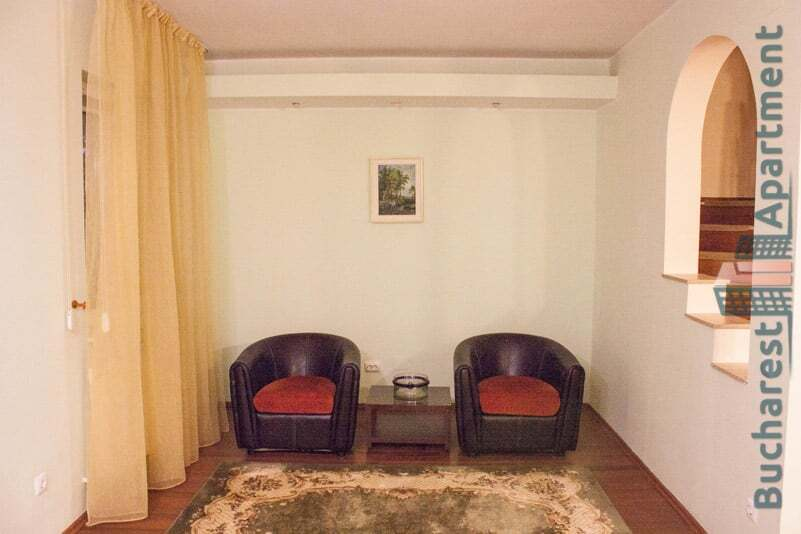 2 armchairs and coffee table