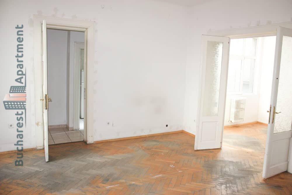 unrenovated apartment in Romana square