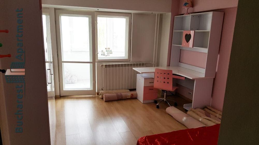 children's bedroom with balcony